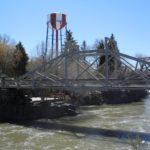 Starý most a typická nádrž na vodu