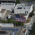 Americká vlajka nesmí chybět